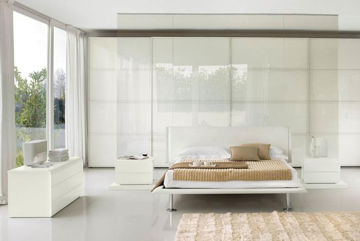 einrichtungsideen schlafzimmer helles interieur streifenteppich panoramafenster