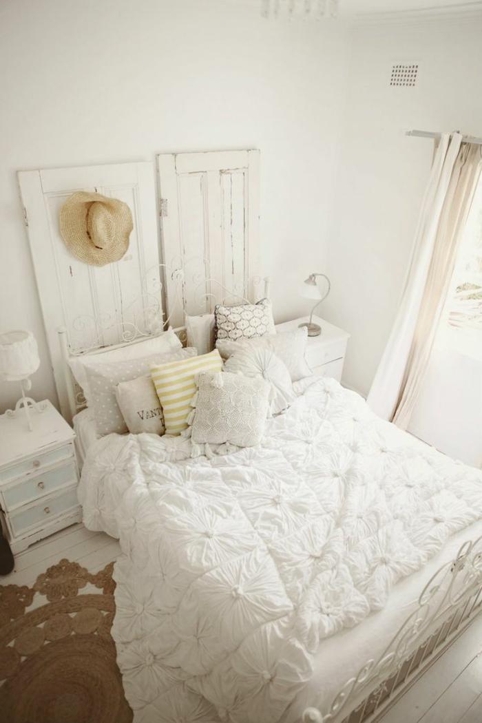 einrichtungsideen schlafzimmer ländliches schlafzimmerdesign runder teppich