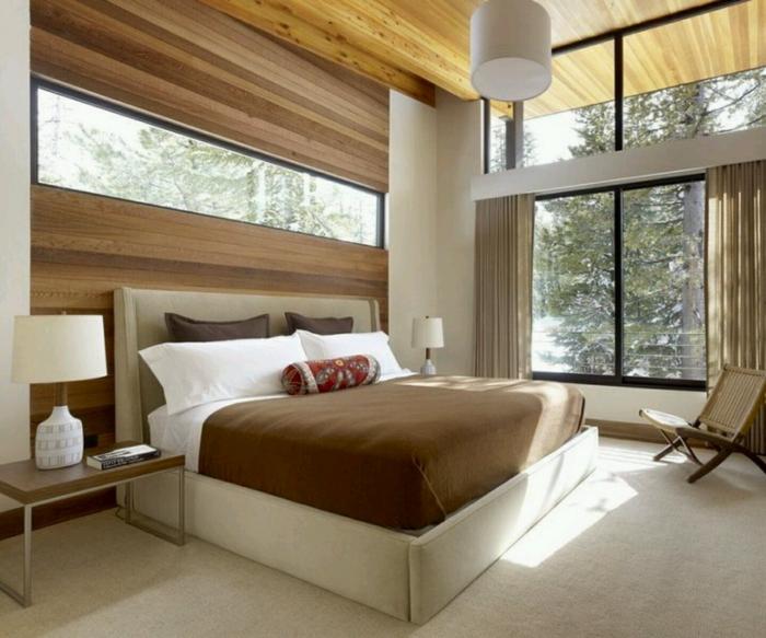 einrichtungsideen schlafzimmer landhausstil holzakzente teppichboden große fenster