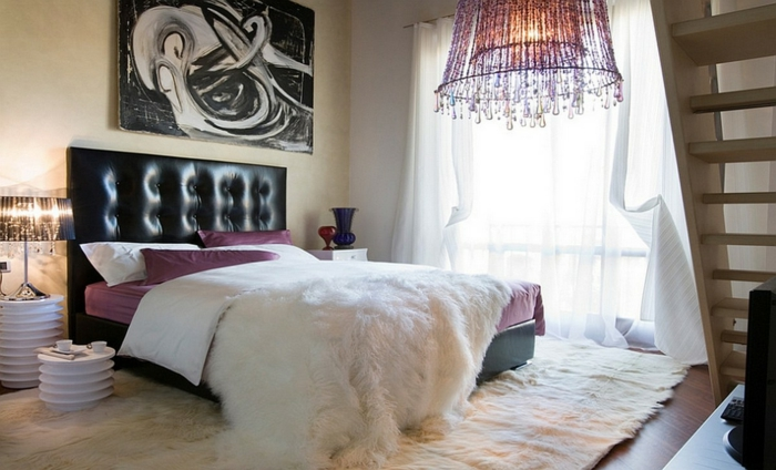 einrichtungsideen schlafzimmer schöne tischleuchten weißer teppich decke luftige gardinen