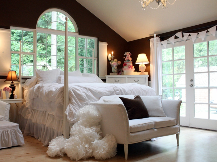 einrichtungsideen schlafzimmer weißes sofa fenster