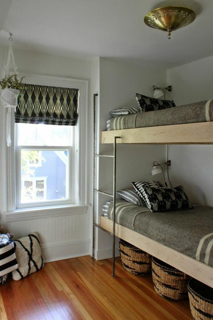 etagenbetten kinderzimmer gestalten aufbewahrungskörbe raffrollo