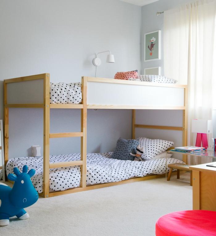 etagenbetten wohnideen kinderzimmer ikea frische bettwäsche krasse akzente