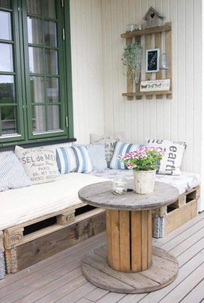 europalette holz paletten balkonmöbel terrassengestaltung sofa couch tisch