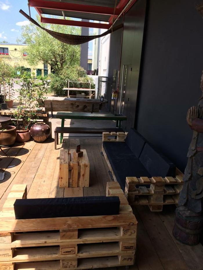 europaletholz paletten balkonmöbel terrassenmöbel selber bauen sofa sessel tisch