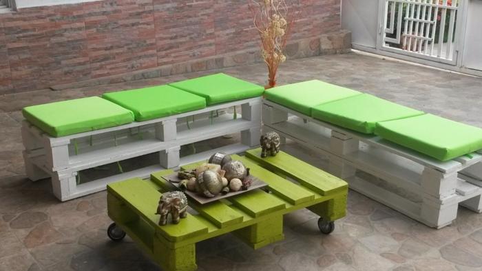 europalette holz paletten selber bauen grün weiß sitzbänke