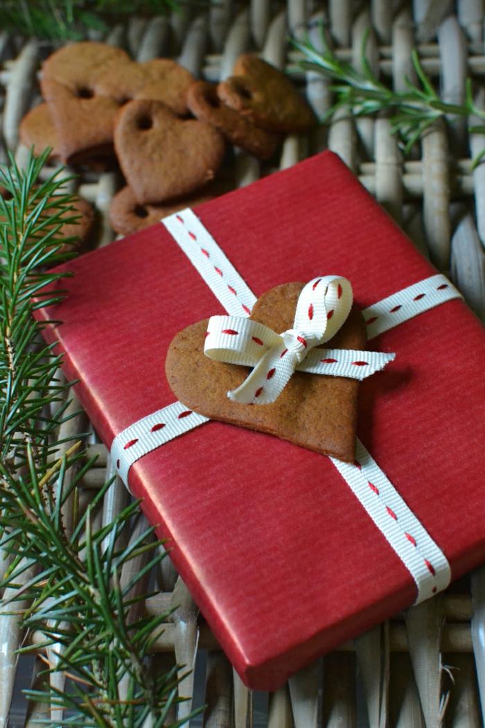 geschenke verpacken geschenk verpacken geschenke schön verpacken geschenk biene braun gruen-mit-keks