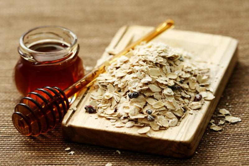 gesundes Leben Frauen gesunde Lebensmittel Haferflocken Honig