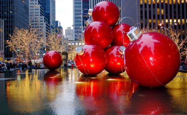große-Weihnachtskugeln-Weihnachten-in-New-York