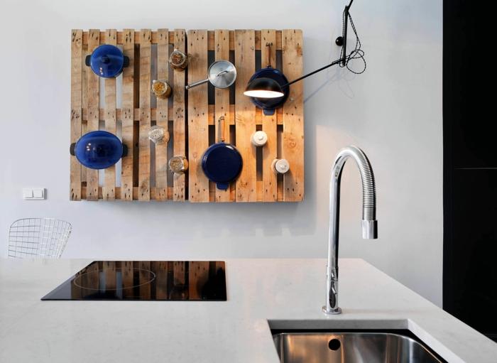 holzpaletten möbel diy europaletten ideen wandregal küchenregale
