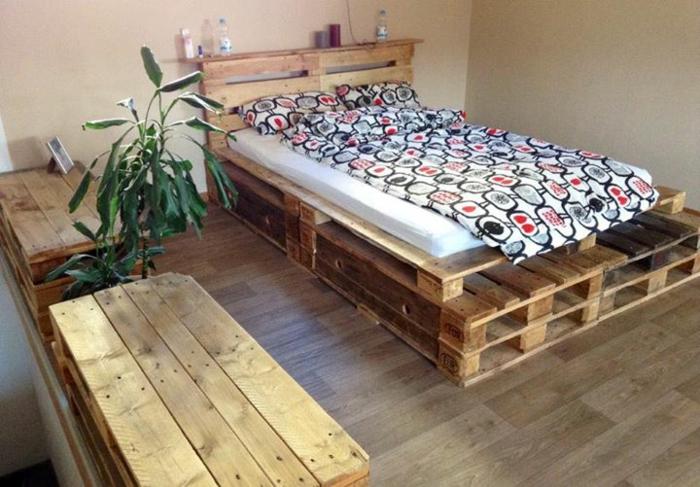 holzpaletten diy doppelbett sitzbänke schlafzimmer ideen