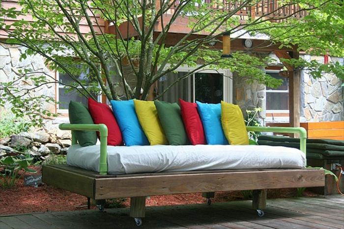 holzpaletten ideen möbel aus paletten europaletten gartenmöbel sofa kissen