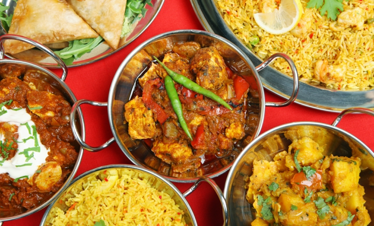indische Gerichte mit typischen indischen Gewürzen