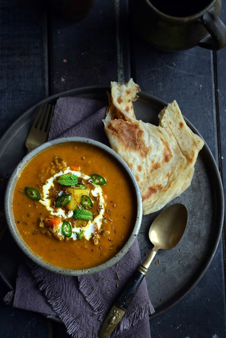 indische Spezialitäten Gerichte Naan Brot indisch Gewürze