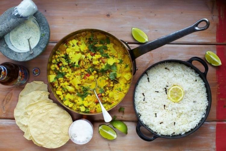 indische Spezialitäten Gerichte Naan Brot indisch kochen