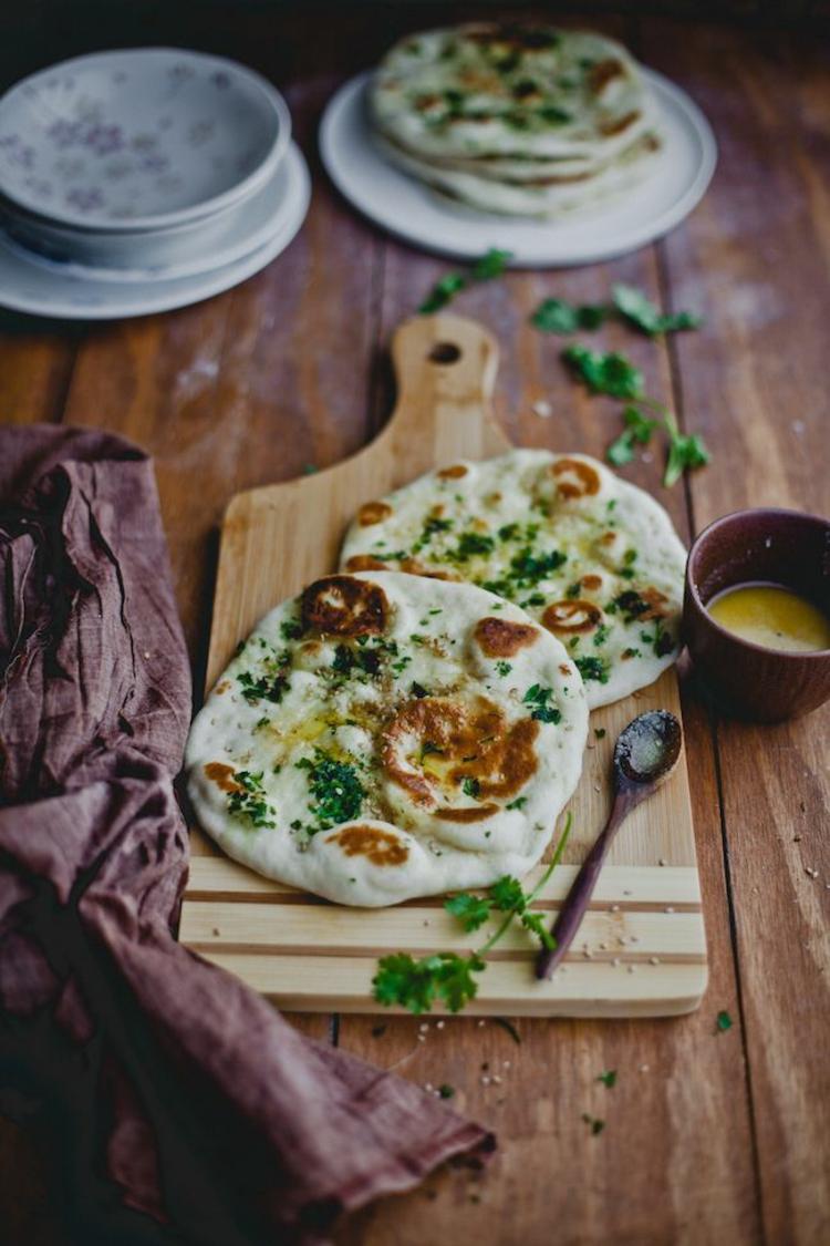 indische Spezialitäten Naan Brot indisch Gewürze