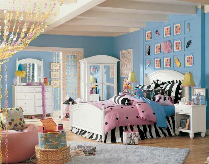 jugendbett mädchenzimmer jugendzimmer einrichten blaue wandfarbe weiße möbel
