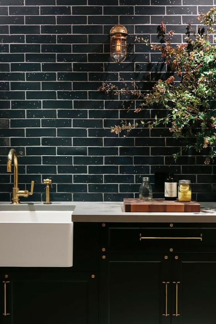 wandgestaltung küche küchenfliesen schwarz schicke küche pflanzen
