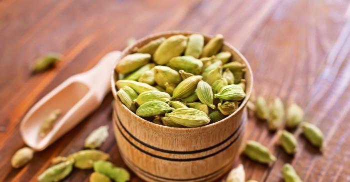 Elettaria cardamomum aromatisch gesund gewürz grüne schalen samen kochen