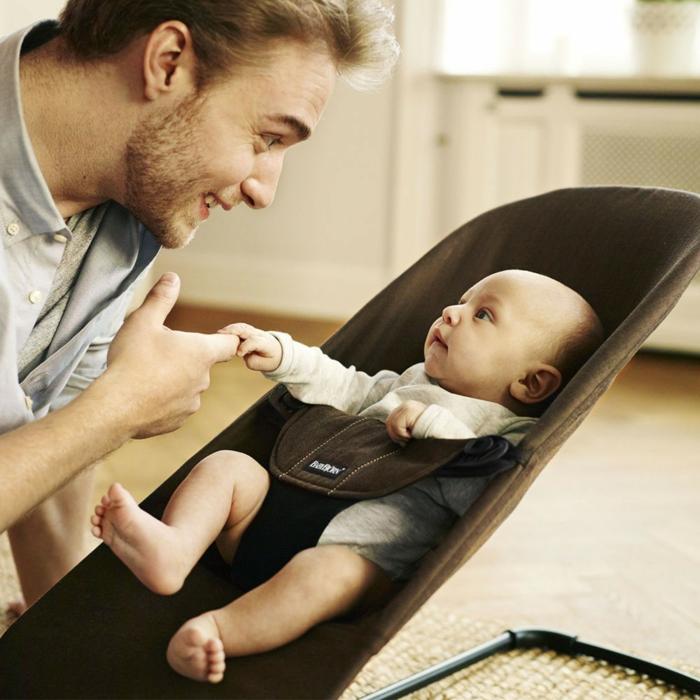 kindermöbel kaufen babyschaukel babybjorn vater kind