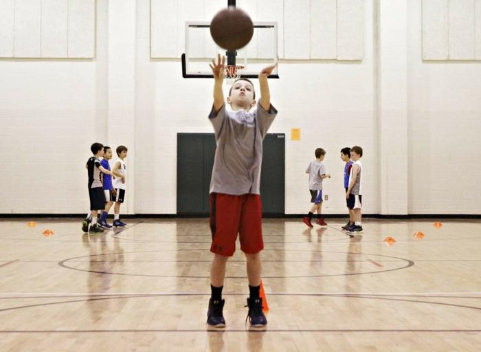kindersport auswählen jungen basketball lifestyle