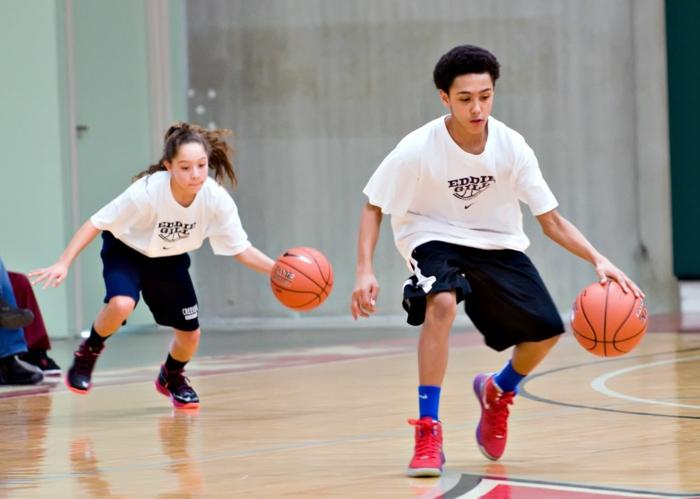 kindersport auswählen jungen mädchen basketball spielen