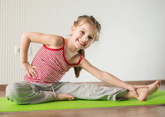 kindersport auswählen mädchen yoga übungen