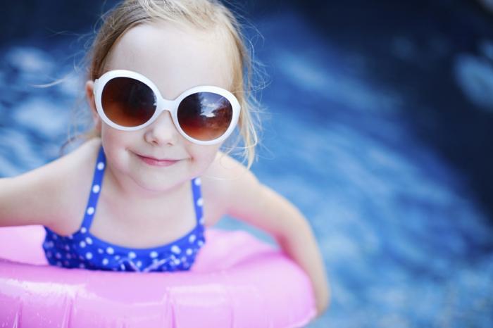 kindersport mädchen schwimmen lifestyle
