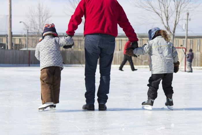 kindersport winterliche sportarten eislaufen familie