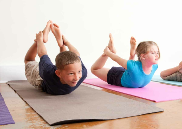 kindersport yoga übungen machen gesundes leben
