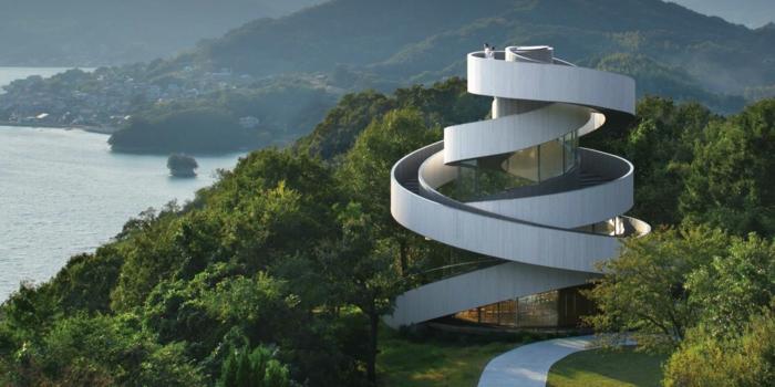 ribbon chapel hiroshi nakamura japan architektur brautpaar an der spitze
