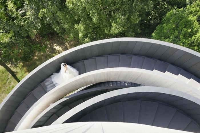 kirchliche trauung ribbon chapel hiroshi nakamura japan architektur geschwungene treppe