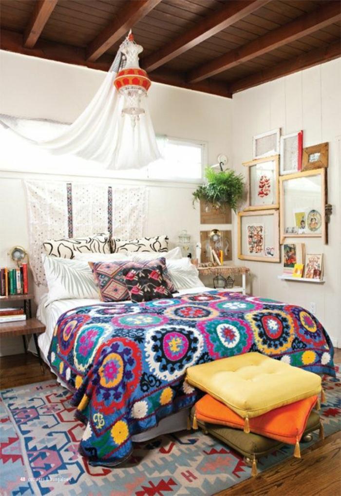 kleines schlafzimmer einrichten boho chic stil bunte tagesdecke kissen ethno muster