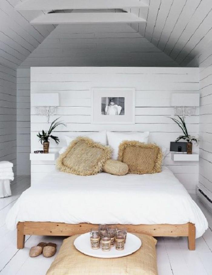 kleines schlafzimmer einrichten doppelbett holzbettgestell sisalkissen naturmaterialien