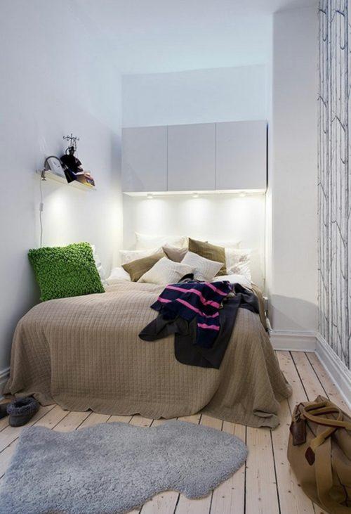 kleines-schlafzimmer-einrichten-doppelbett-wandschränke-weiß-bettnische
