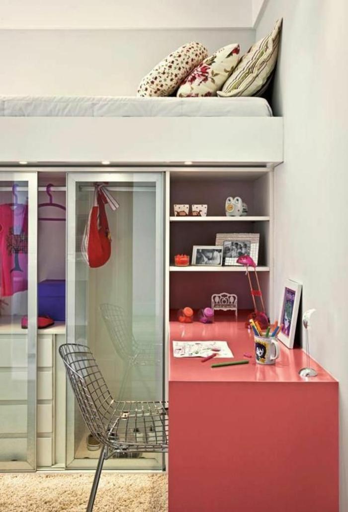 kleines schlafzimmer einrichten hochbett kleiderschank schiebetür glas schreibtisch rosa
