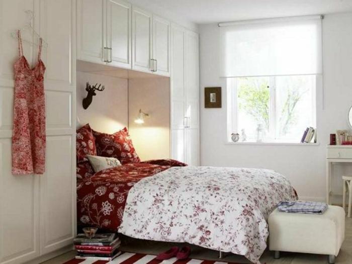 kleines schlafzimmer einrichten klappbett weiße schränke