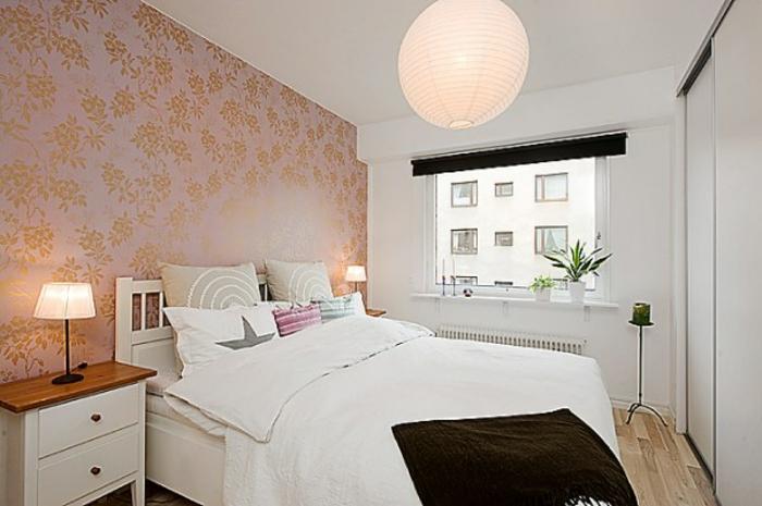 kleines schlafzimmer einrichten mustertapette goldglanz doppelbett