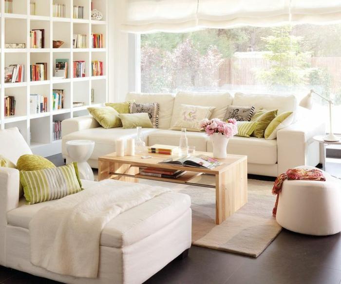kleines wohnzimmer einrichten weiße sofas liege couchtisch