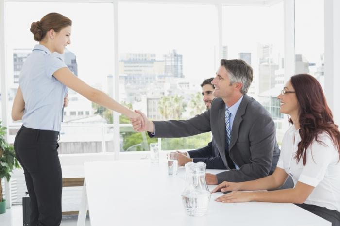 mehr selbstbewusstsein frau interview begrüßen
