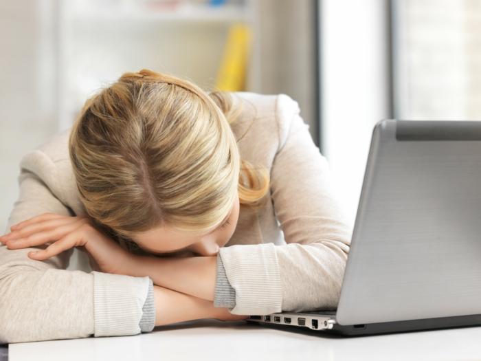 mehr selbstbewusstsein lernen arbeitsplatz frau lifestyle