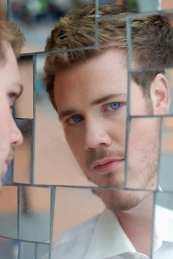 mehr selbstbewusstsein lernen mann spiegel