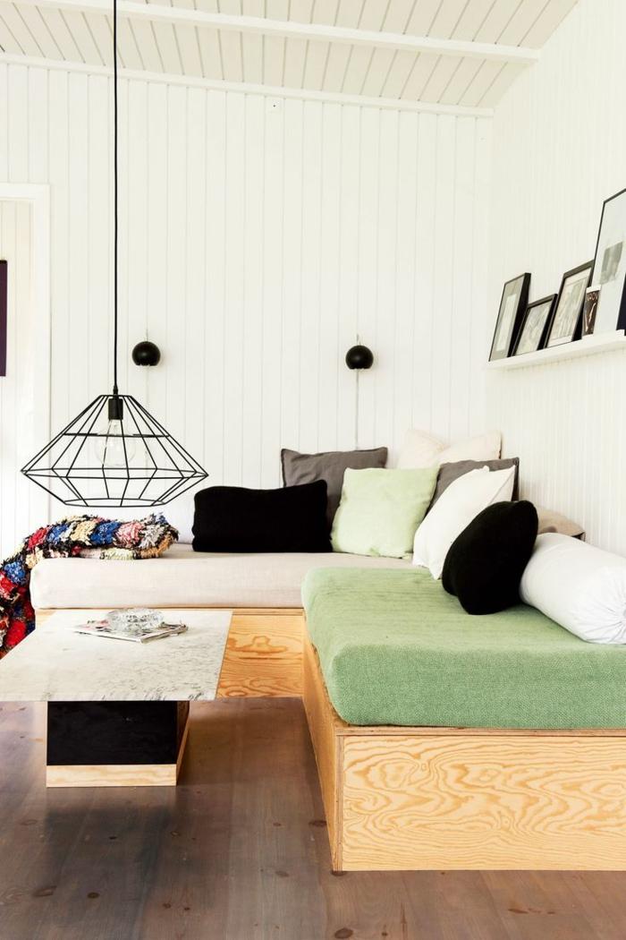 wohnzimmer sofa im raum:moderne sofas divan sofa wohnzimmer pendelleuchte dekokissen wandregal