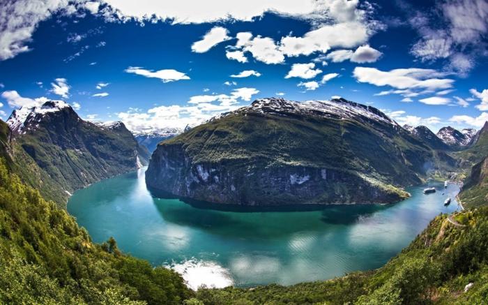 norwegische fjorde gruenlich
