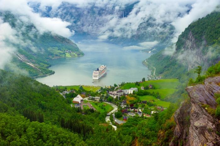 norwegische fjorde insel kreuzfahrtschiff