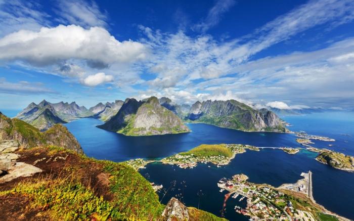 norwegen fjorde sonnenscheine gruene flaeche