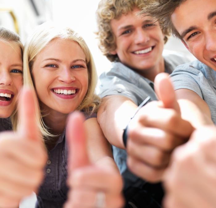 positiv denken lernen kollegen glücklich sein