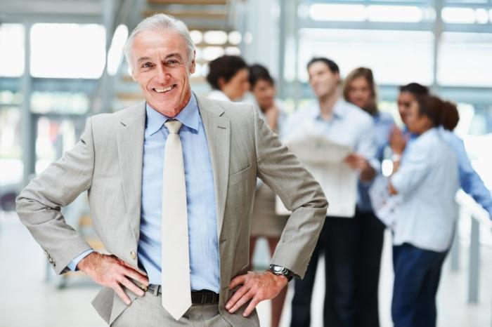 positiv denken lernen erfolgreicher selbstbewusster mann