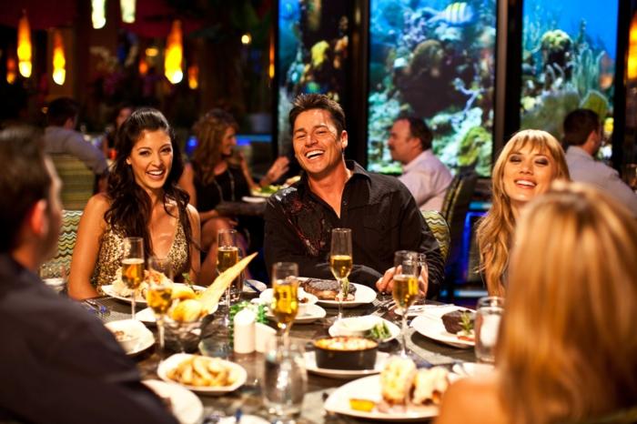 positives denken lernen abendessen restaurant freunde