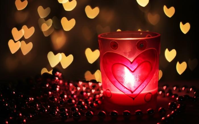 romantisch wohnen rote windlichter herzmotive